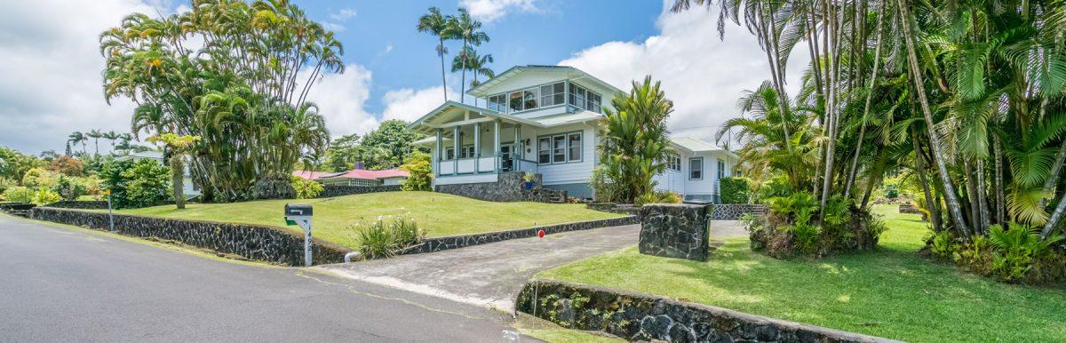 Old Hawaiian from street